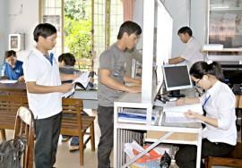 Doanh nghiệp làm thủ tục tại Chi cục Thuế huyện Tân Phú.