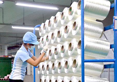 Sản xuất sợi kỹ thuật cao tại Công ty Hyosung Việt Nam. Ảnh: V. Nam