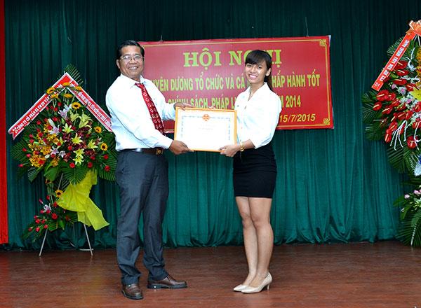 Ông Nguyễn Văn Ngàn - P.Cục trưởng Cục thuế và bà Phạm Thị Thanh Mai - P.Giám đốc Công ty Luật Việt Á