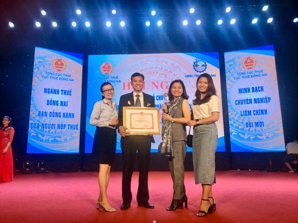 Luật Việt Á Được Tặng Bằng Khen Thực Hiện Tốt Chính Sách Pháp Luật Thuế 2019